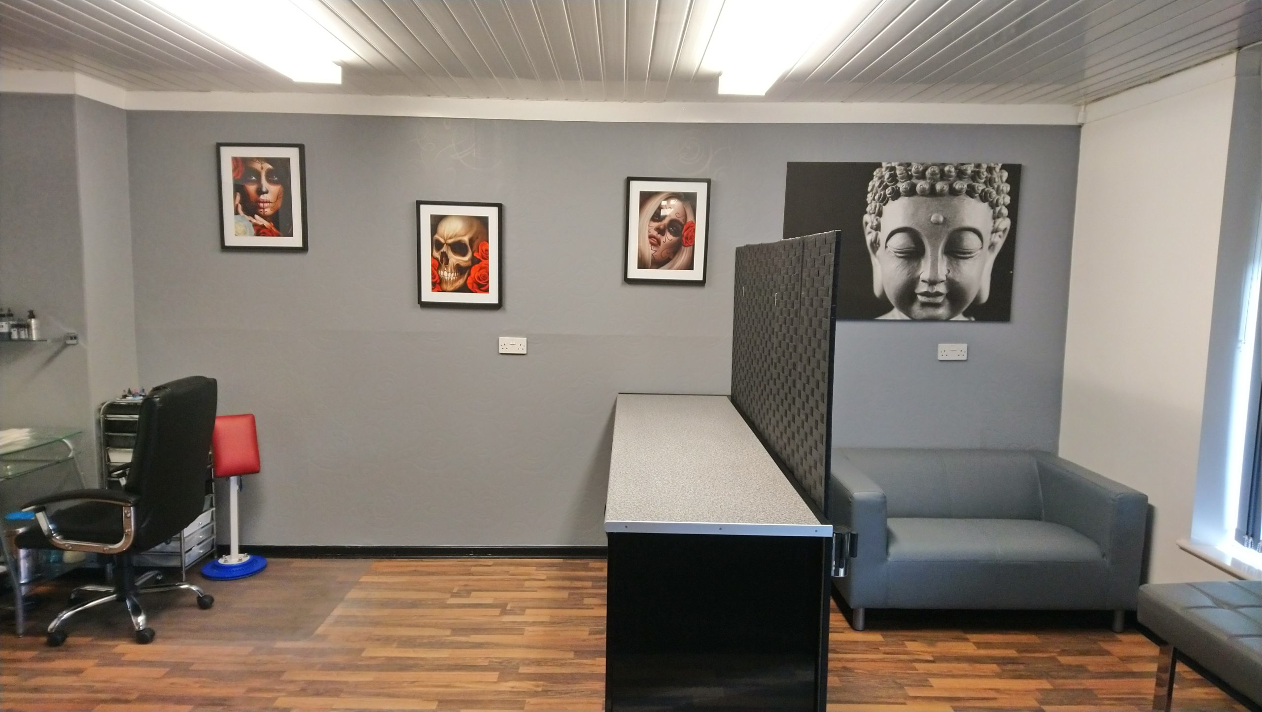 ENJOY GETTING TATTOOED IN A CLEAN AND MODERN, YET RELAXING ENVIRONMENT.